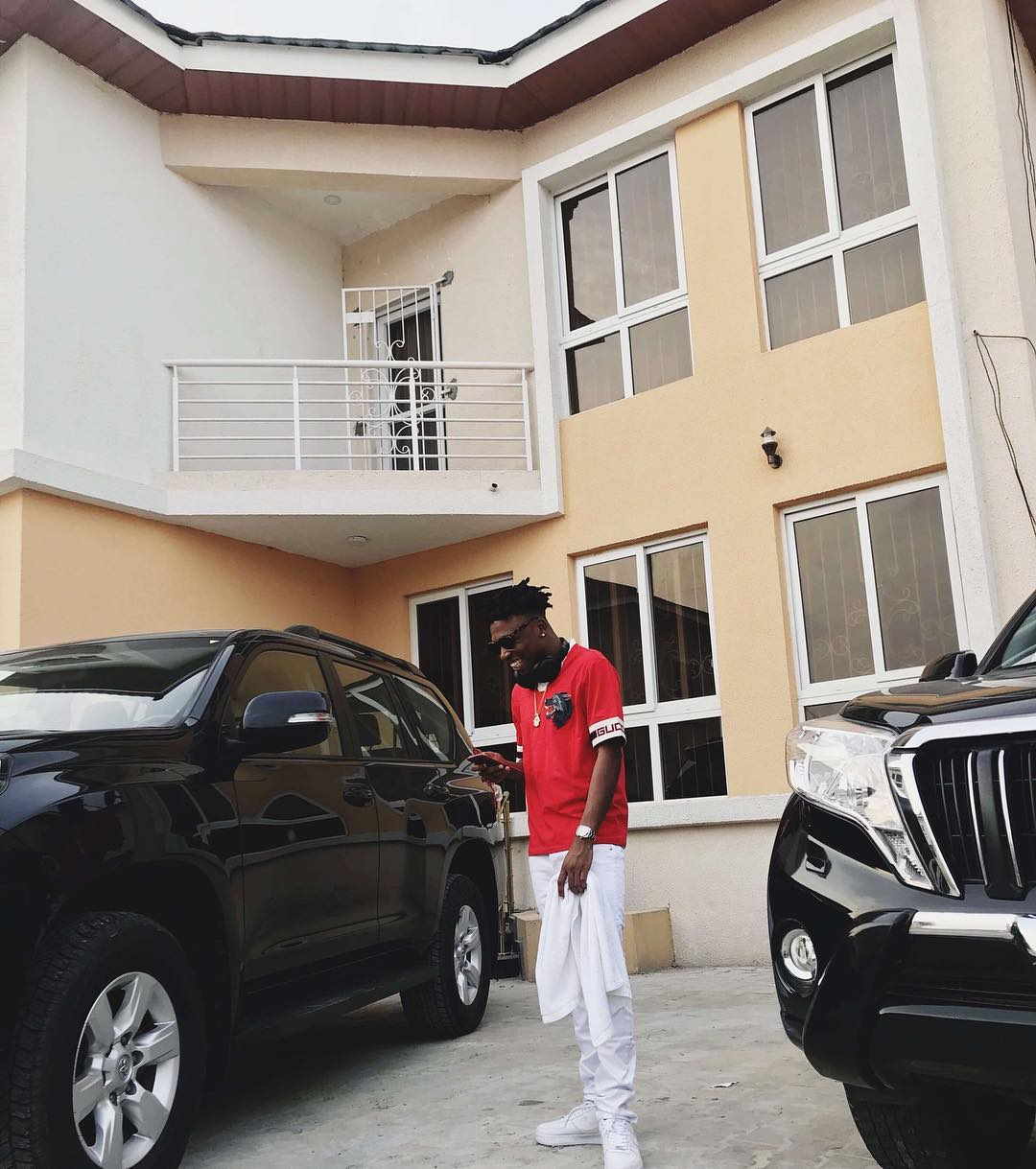 Photo of CONGRATULATIONS. MAYORKUN ACQUIRE NEW CRIB.