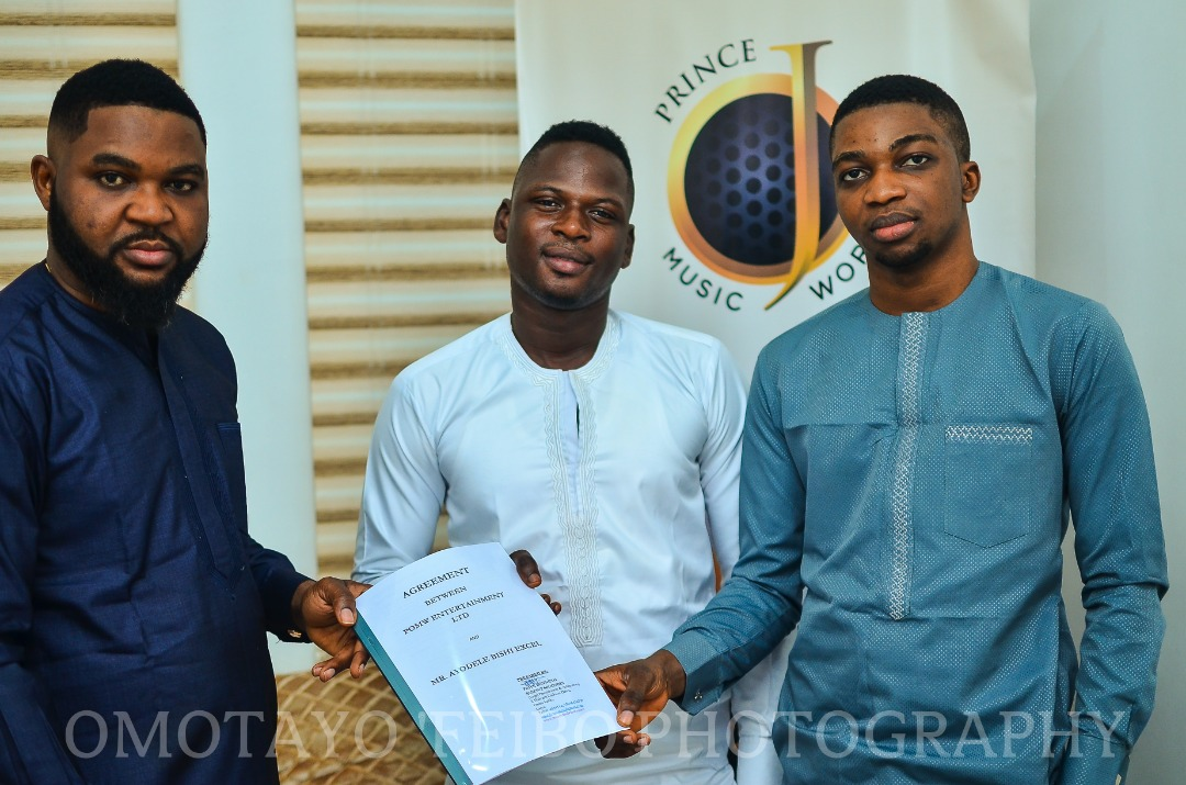 "Photo of NIGERIAN SINGER ""BISHI"" INKS RECORD DEAL WITH ""PRINCE OJ MUSIC WORLD (POMW)."""